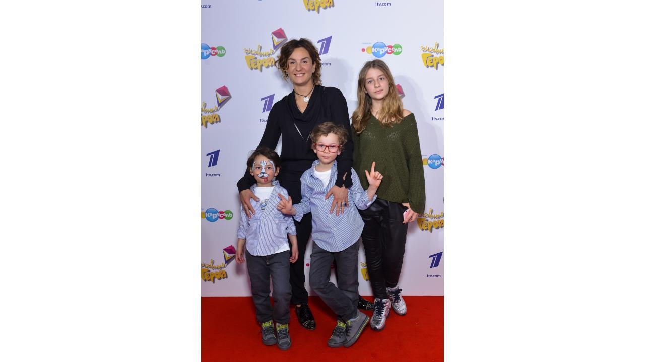 Юлиана Слащева с детьми