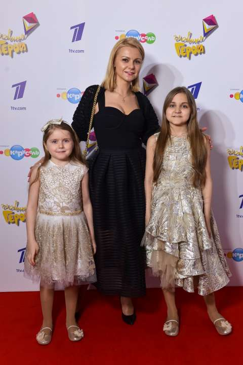 Диана Тевосова с дочками Никой и Лаурой