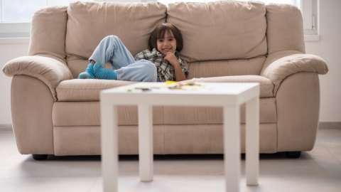 Разрешать ли детям смотреть телевизор?