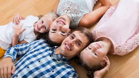 «Мама, уйди, мультики только для детей сделали»: психолог Анна Скавитина о том, зачем смотреть телевизор всей семьей
