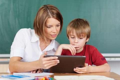 В российских школах меняют бумажные учебники на планшеты