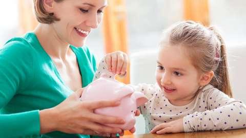 Детей в школах научат считать деньги