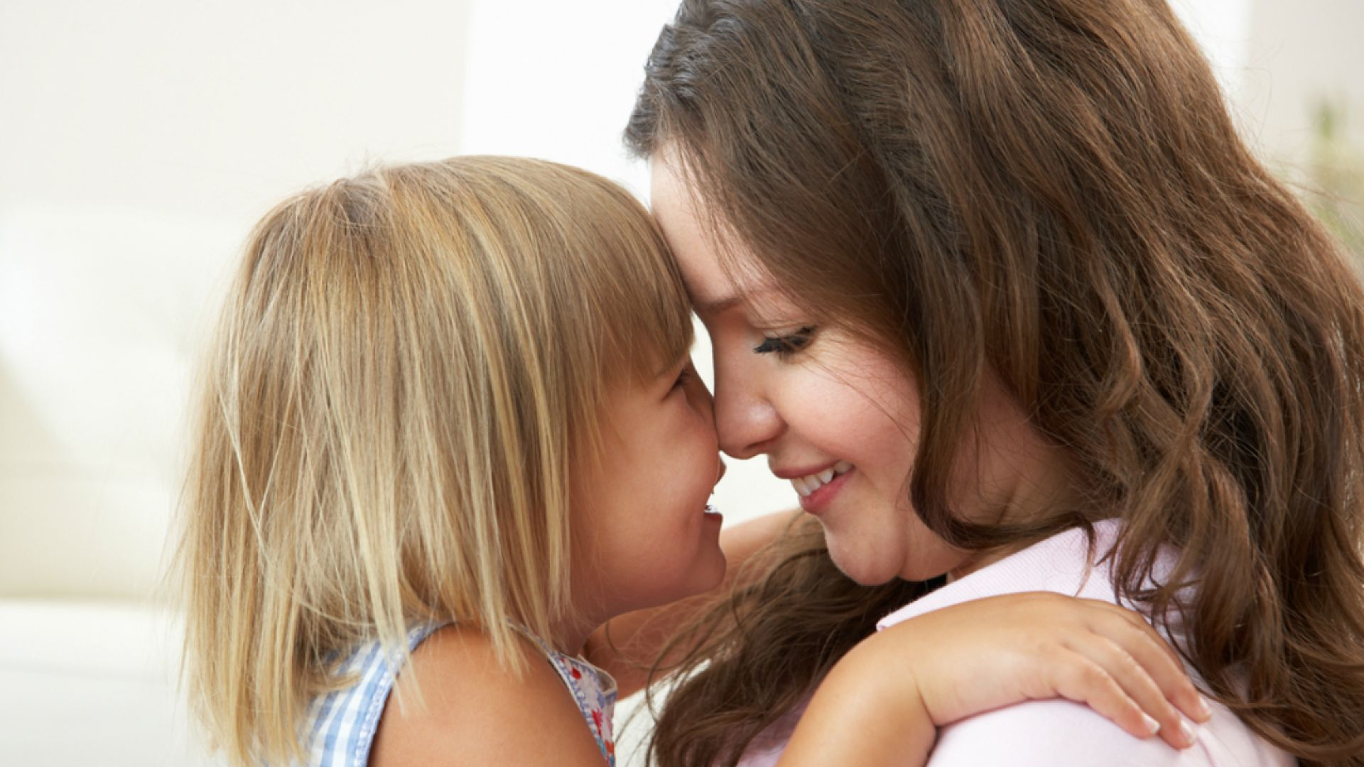 Смотреть секс мама дочка, В инцест видео мамы с дочкой есть место и соблазну 18 фотография