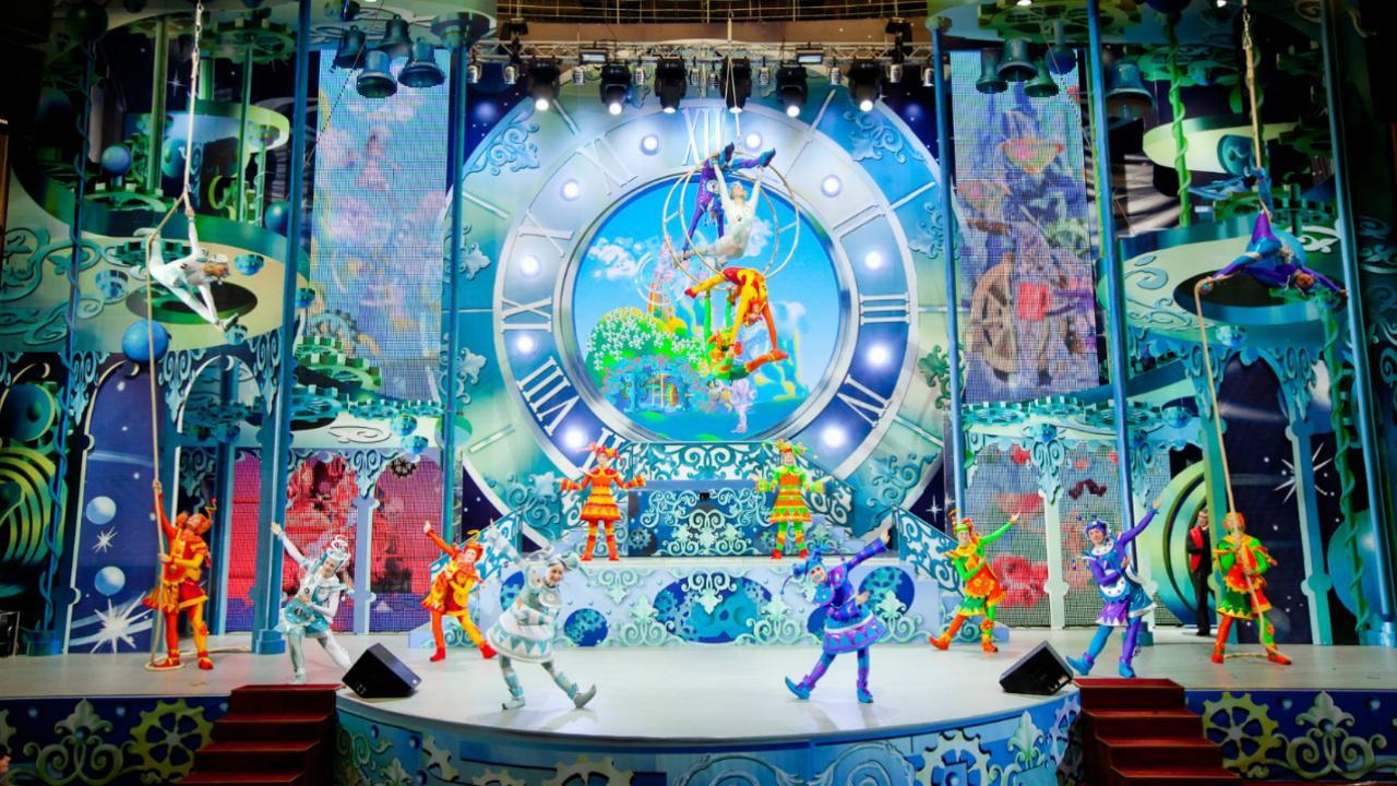 Новогодняя елка «7 чудес Москвы» на Новом Арбате