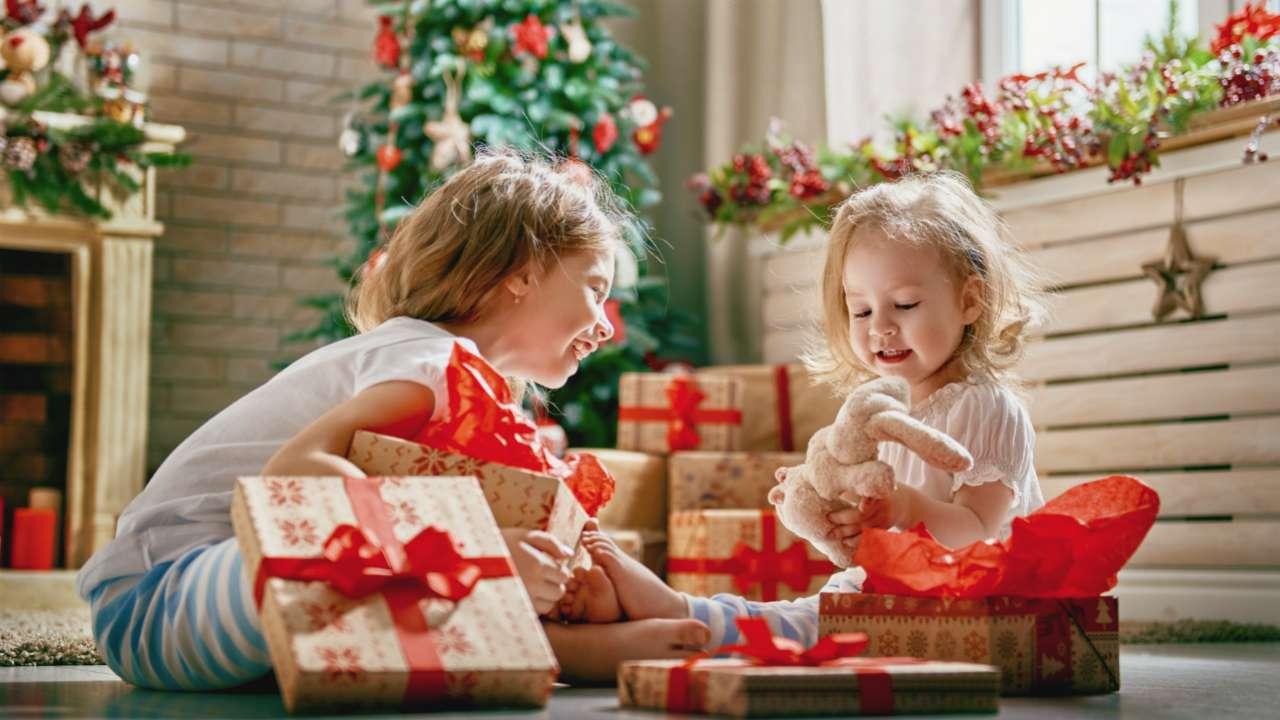 До какого возраста ребенка дают подарки на работе