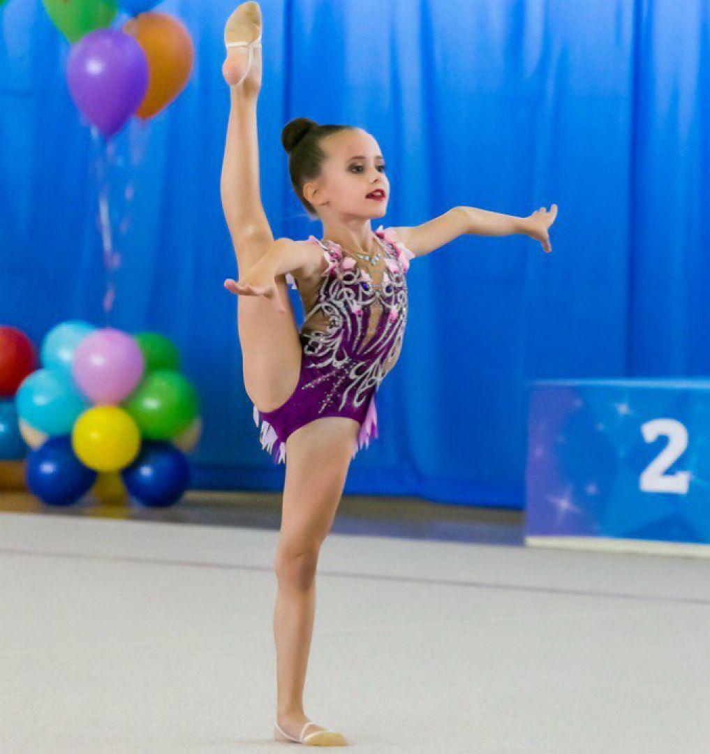 Девушка гимнастка без лица