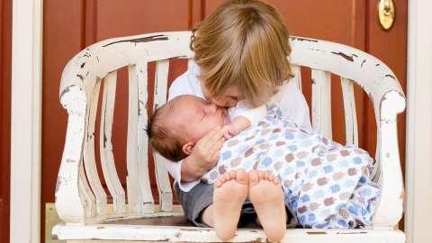 Братья и сестры: 4 простых правила, которые помогут вашим детям жить дружно