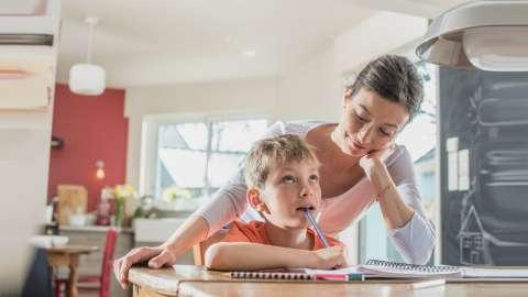 Почему ребенок не хочет делать уроки? 4 важные причины