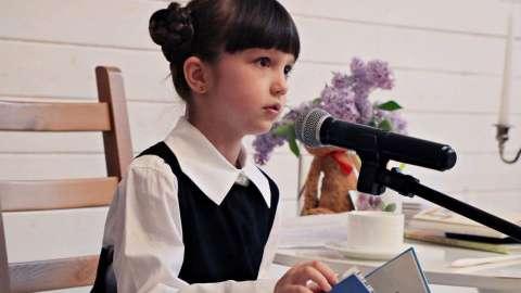 Ведущая телеканала «О!» Николь Плиева выпустила свой первый сборник стихов