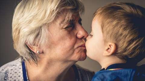 Ругать нельзя баловать: как воспитывают внуков бабушки и дедушки