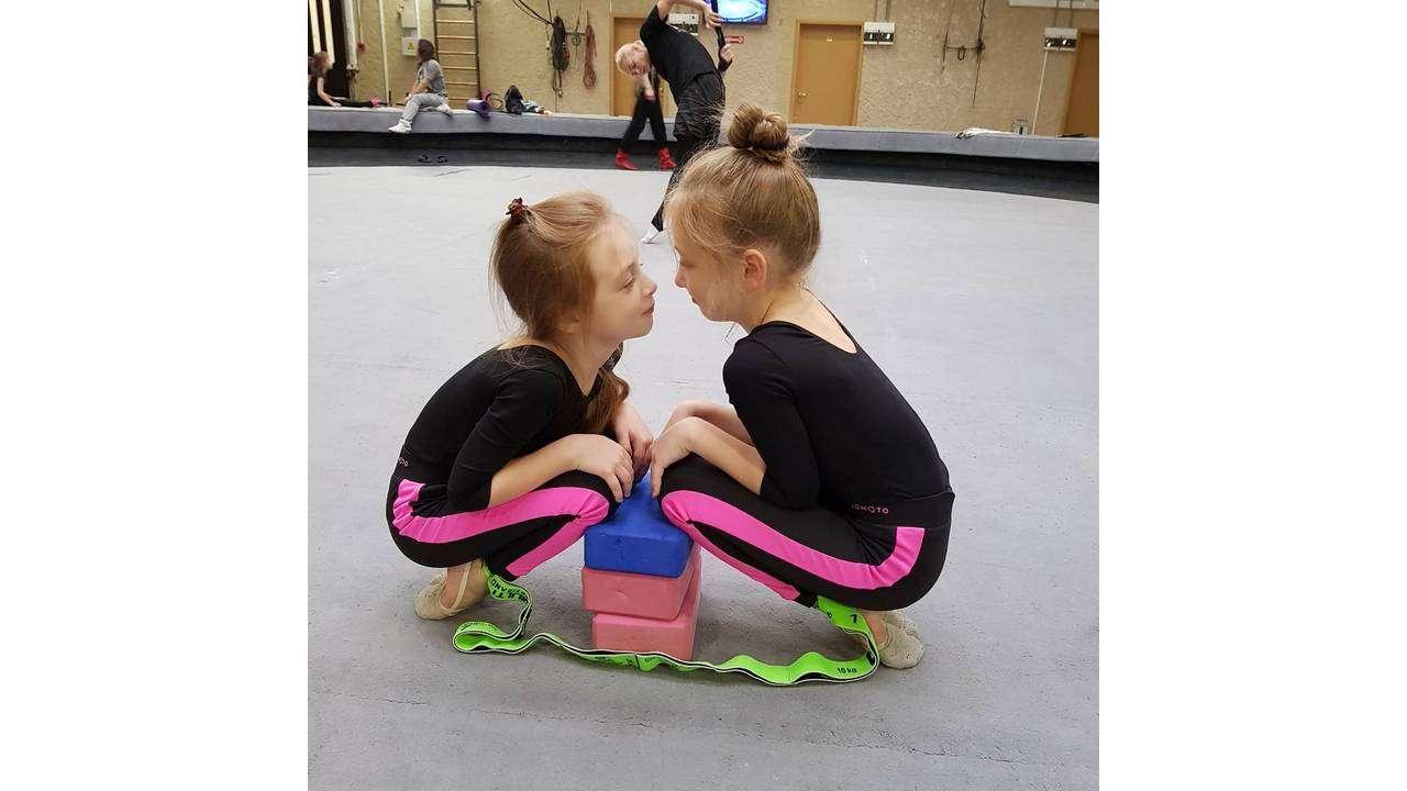 Ева и Эльза на тренировке