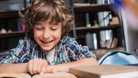 Нужно ли делать уроки с ребёнком: мнение психолога