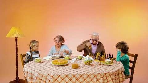 Телеканал «О!» поздравляет с Днём бабушек и дедушек