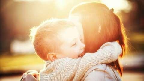 Научное исследование показало, сколько раз в день нужно обниматься для счастья