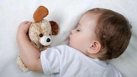 Без слёз и укачиваний: как научить ребёнка засыпать самостоятельно?