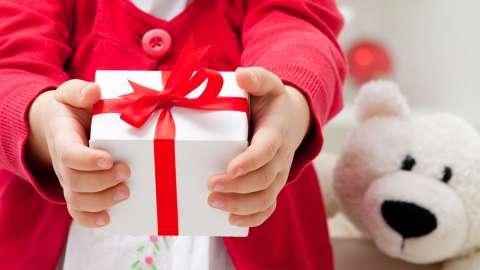 Как и зачем дарить подарки: советы тем, кто планирует стать Дедом Морозом