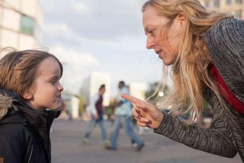 5 способов, как отвечать родителям и ребёнку на замечание незнакомого человека