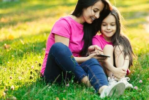 Гаджеты помогают семейному общению. Но не всегда!