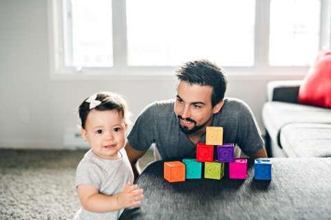 Вместе с папой: почему лучше играть с ребенком по выходным?