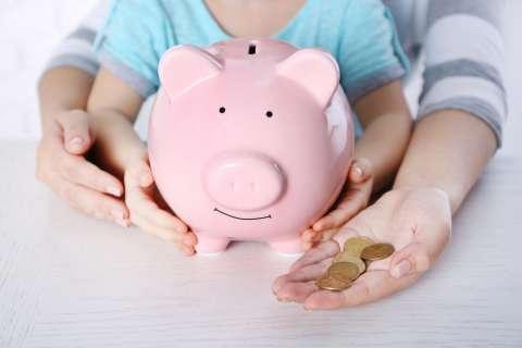 Благотворительность: почему важно учить ребенка помогать другим?