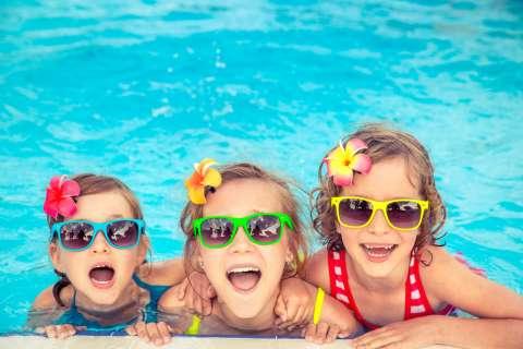Дочка, сестра, подружка: чем больше ребенок знает своих социальных ролей, тем более гибкое у него мышление