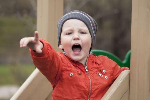Как уладить конфликт на детской площадке: 4 шага к быстрому примирению
