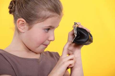 Школьники и карманные деньги: 5 важных вопросов эксперту