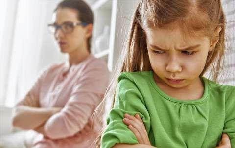 «Найду себе другую маму!» Что делать, если ребенок считает вас плохой?