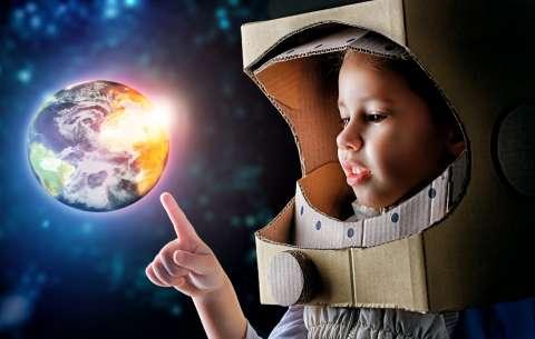 10 вопросов о космосе, которые волнуют взрослых и детей: отвечает космонавт Сергей Рязанский