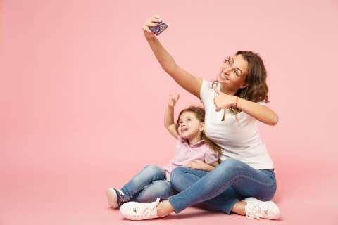 Жизнь напоказ: стоит ли писать о детях в соцсетях?