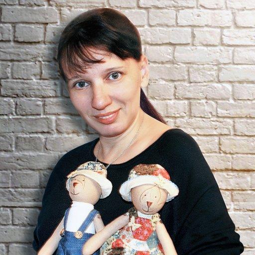 Юлия Бучинская, главная рукодельница проекта «Мастерицы» благотворительного фонда «Гольфстрим», преподаватель бесплатных мастер-классов по шитью