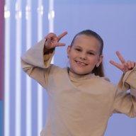 Аня Пугачева, 9 лет